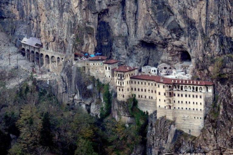 Тајниот тунел кој ги изненади сите: Во познат манастир пронајдени се тајни простории