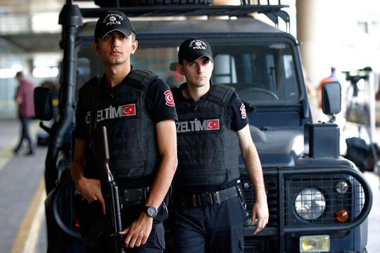 Две лица притворени во Турција при обид да продадат банкноти од еден милион долари