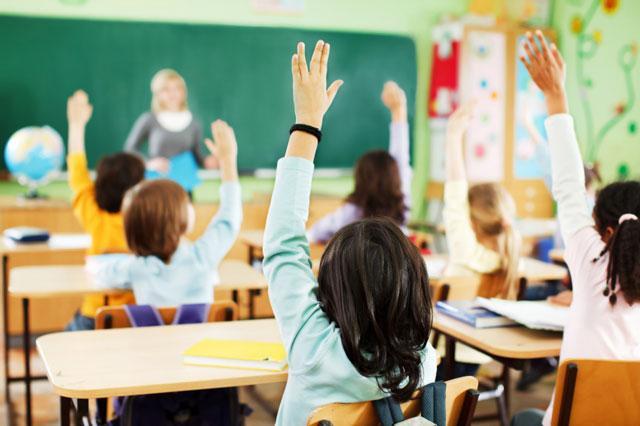 """""""Нашето дете е можеби причина за да пиете"""": Кога ќе видите што им испратиле луди родители на наставниците се ќе ви стане јасно (ФОТО)"""
