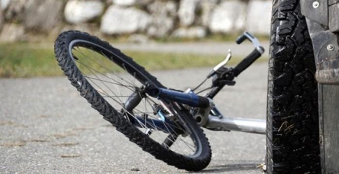 Велосипедист тешко повреден во судир со две товарни возила