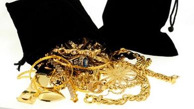 Уапсени тетовци кои украле златен накит од куќа