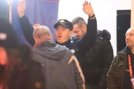 ХИТ НА ЕП: Полицаец танцуваше среде Загреб и стана хит на интернет (ВИДЕО)