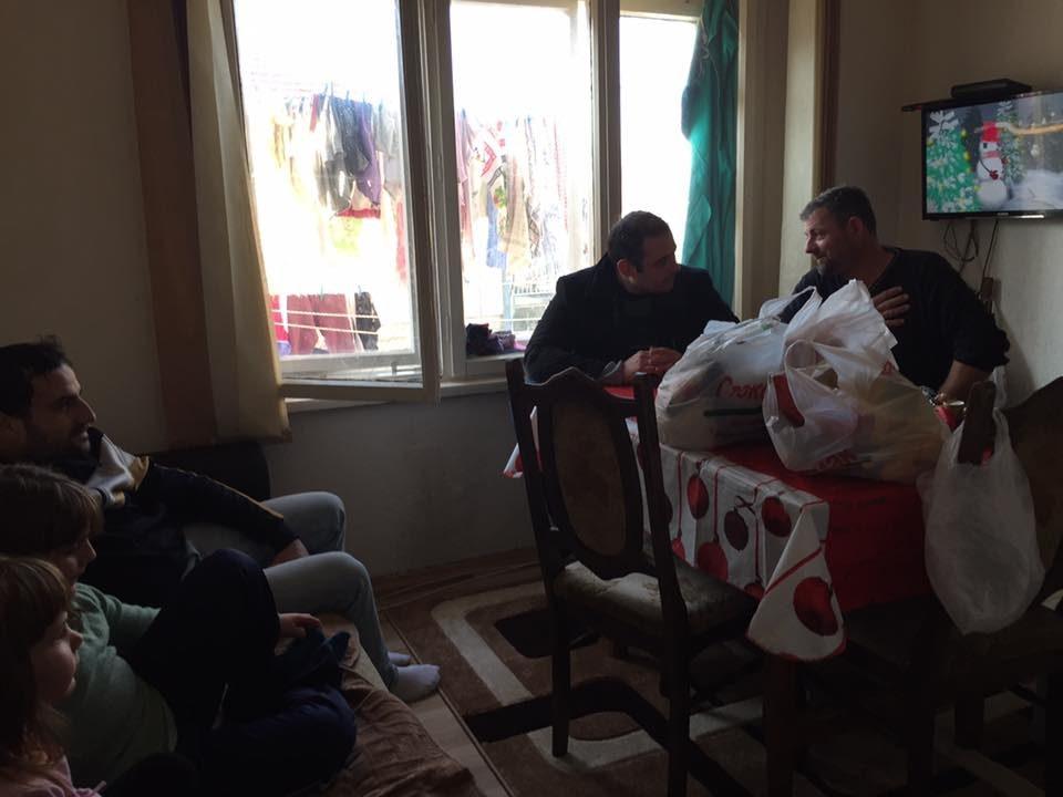 ОК на ВМРО-ДПМНЕ Кисела Вода во пресрет на божиќните празници подели прехрамбени пакети на социјално ранливи семејства