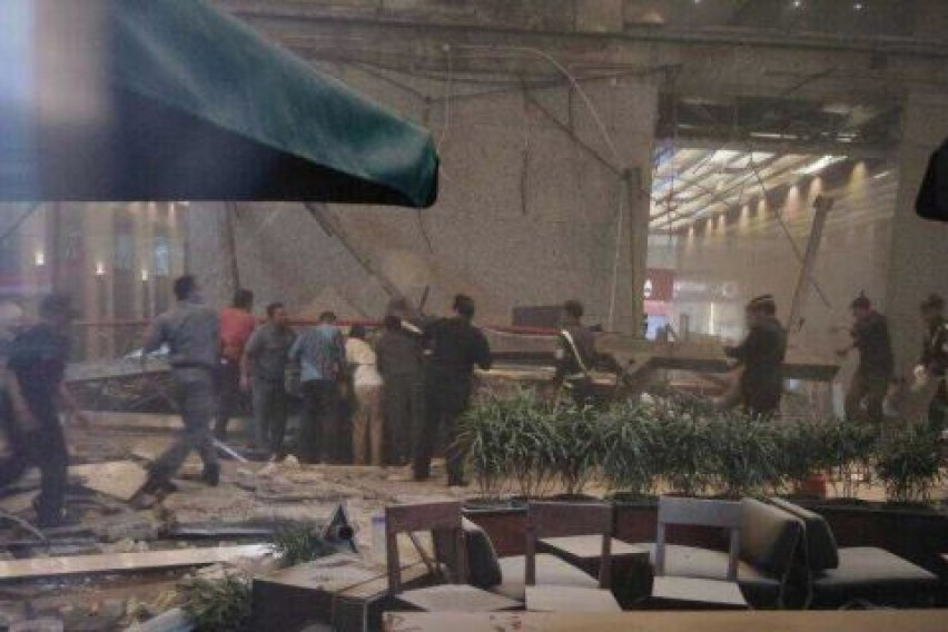 Десетици повредени во уривање на галеријата на берзата во Џакарта
