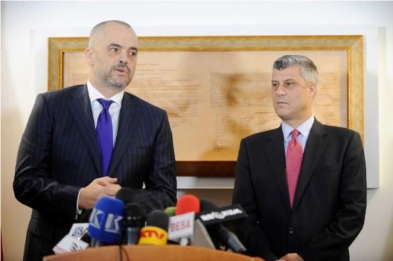 Приштина и Тирана со жестоки критики за одлуката на Иванов да не го потпише законот за двојазичност