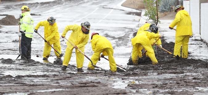 Во поплави и свлечишта во Калифорнија загинаа 13 лица