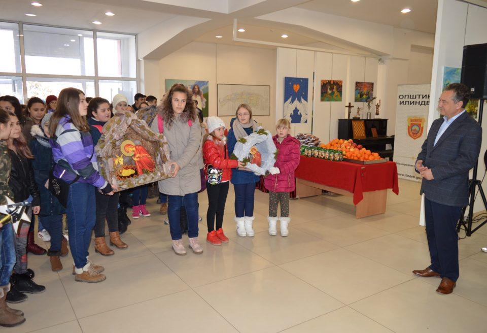 Коледарчињата од општина Илинден со песна го најавија Христовото раѓање