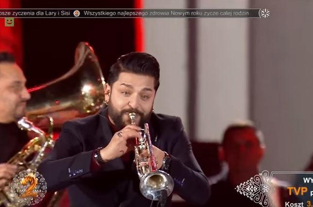 """Оркестарот на Џамбо Агушев му ја свиреше """"Деспасито"""" на Луис Фонси (ВИДЕО)"""