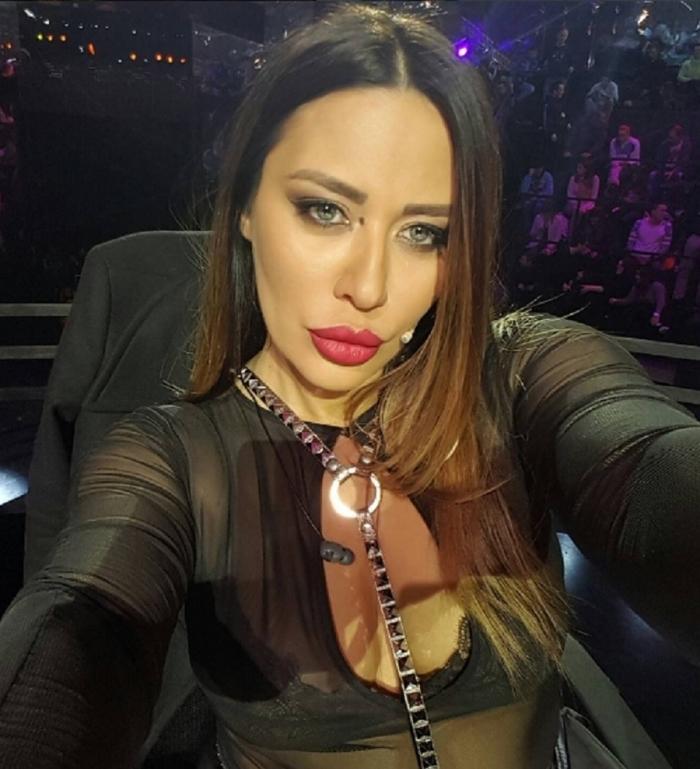 Секси црн фустан, мрежести хулахопки и високи црни чизми- Ана Николиќ не престанува да слабее, но од овој порок никако да се откаже (ФОТО)