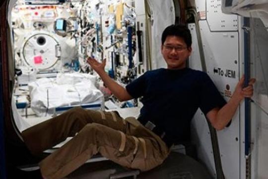 ФОТО: Јапонски астронаут пораснал за девет сантиметри на МВС