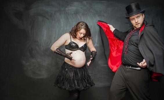 ФОТО: Како се раѓа бебе со помош на магија?