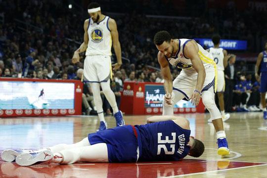 ВИДЕО: Познатиот НБА кошаркар се струполи на паркетот, претрпел потрес на мозокот