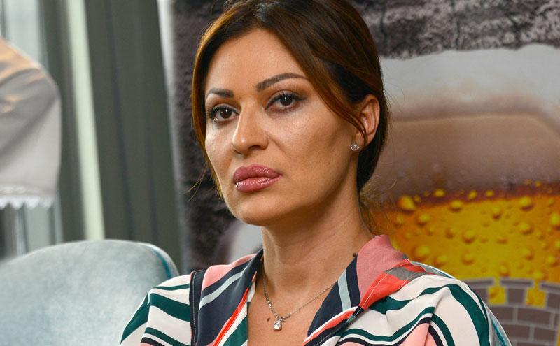 Пејачката непрепознатлива: Една недела откако се врати од Македонија Цеца реши да се опушти со многу алкохол (ФОТО)