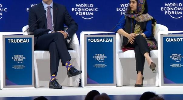 Го надмина и Еди Рама со стајлингот: Премиер ги изненади политичарите во Давос со изборот на чорапи (ФОТО)
