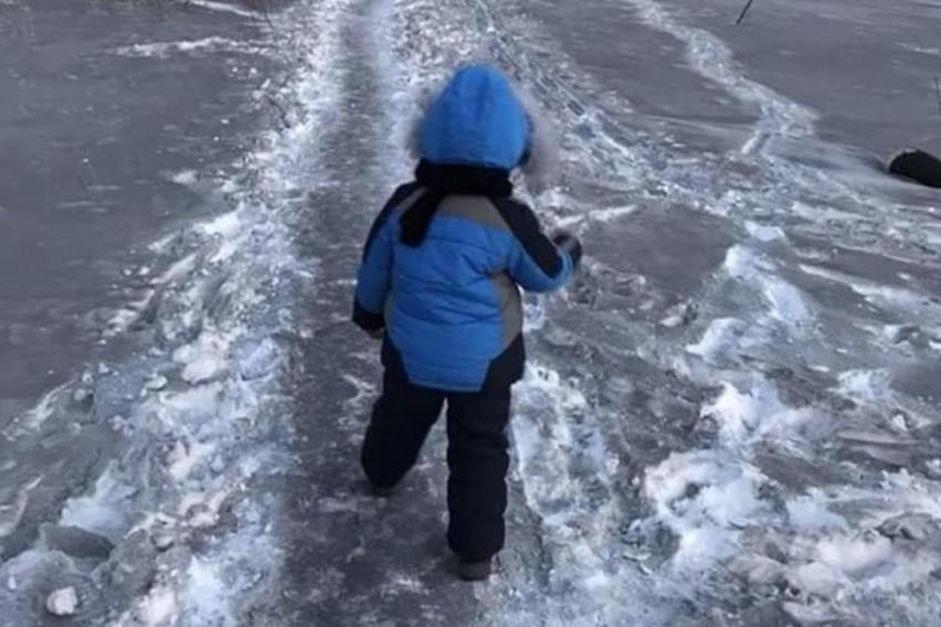 ФОТО: Падна црн снег- луѓето преплашени