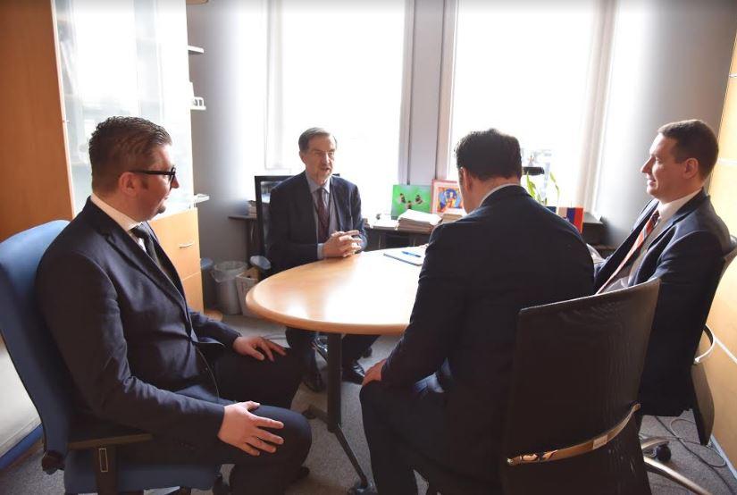 """Делегација на ВМРО-ДПМНЕ на средба со Вајгл и Кукан и европратеници од групата """"Пријатели на Македонија"""""""