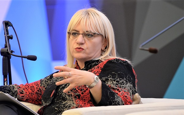 Дескоска во одбрана на скандалот со хонорарите на СЈО бидејќи нејзиниот братучед од таму зел 60.000 евра