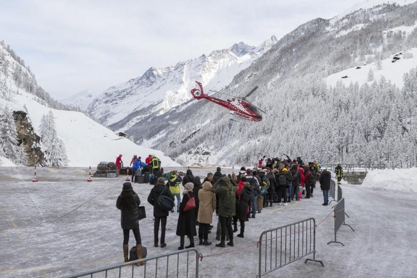 Од завеаните Швајцарски Алпи со хеликоптер спасени 400 заробени туристи