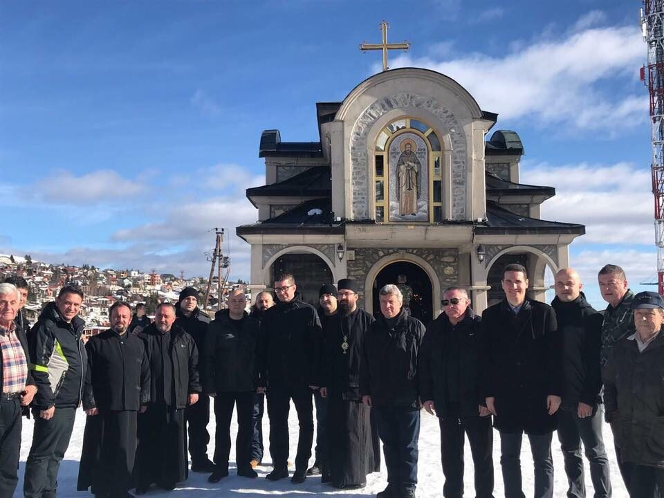 ФОТО: Мицкоски присуствуваше на литургија во манастирот Св. Наум Охридски на Попова Шапка