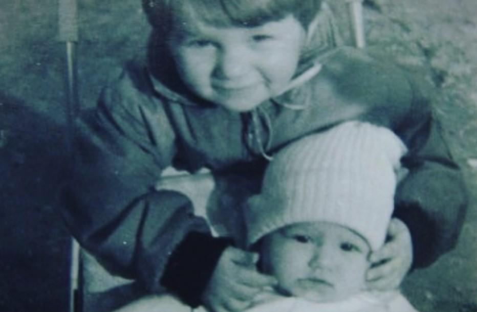 Познати деца на уште попознати родители: Можете ли да ги препознаете македонскиот актер и ТВ водител и неговата сестра? (ФОТО)