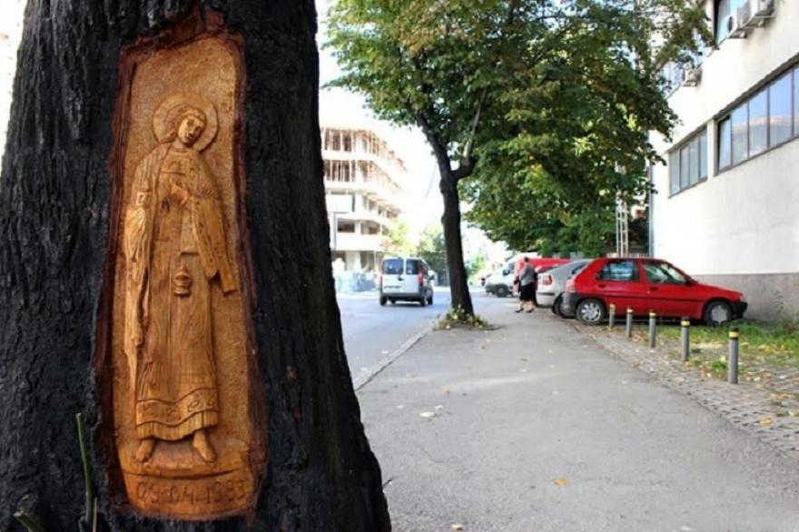 Потресна приказна стои зад иконата на дрвото во Скопје