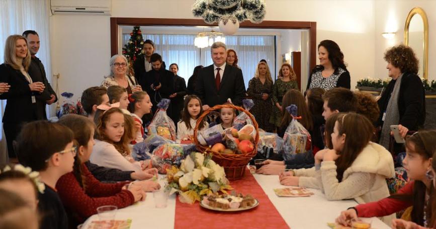 Бадник во домот на семејството Иванови