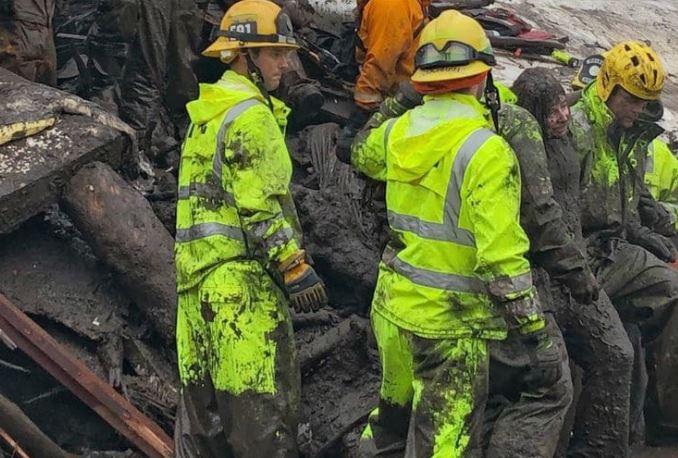 Расте бројот на загинати во поплавите во Калифорнија, пронајдени пет тела