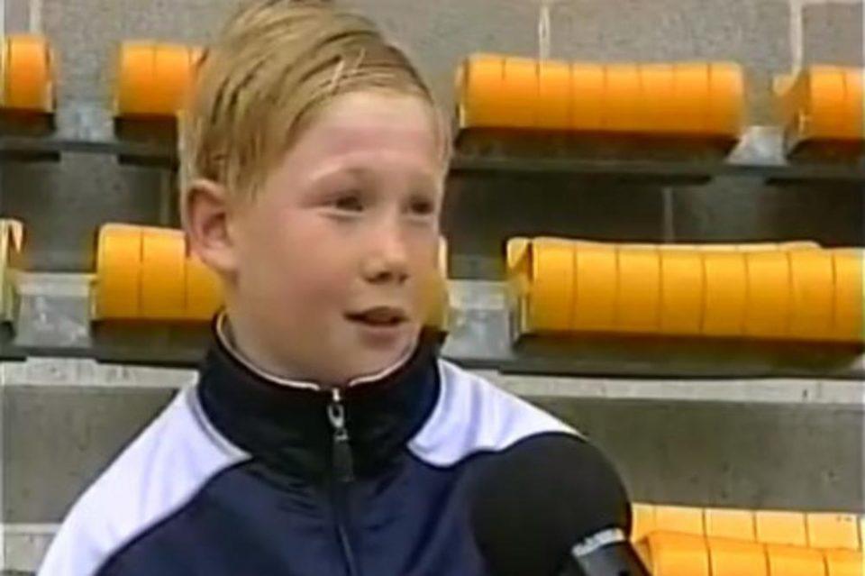Ја препознавате ли една од најголемите фудбалски ѕвезди? Пред 12 години сакаше да игра за Ливерпул, е денес е дел од лутиот ривал (ВИДЕО)