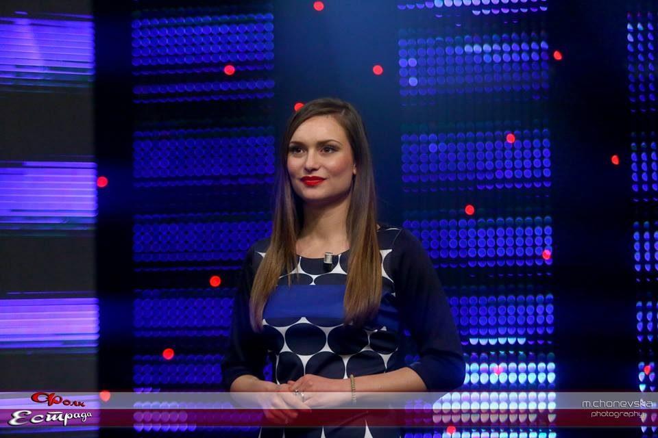 Ретко кој знаеше дека е бремена: Македонската водителка се породи на Бадник, бебенцето доби уникатно име! (ФОТО)