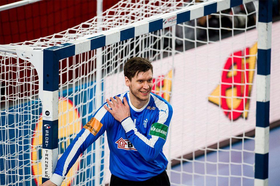 ВИДЕО: Неверојатен автогол на данскиот голман Ландин- цел свет му се смее!