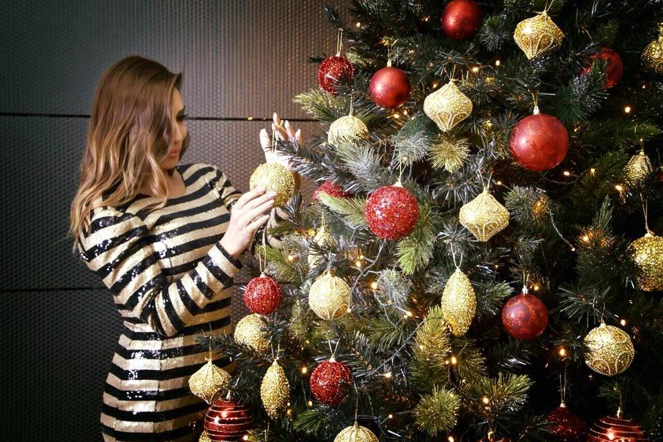 Под елката подарок од 1000 долари: За Лила Новата година почна скапо (ФОТО)