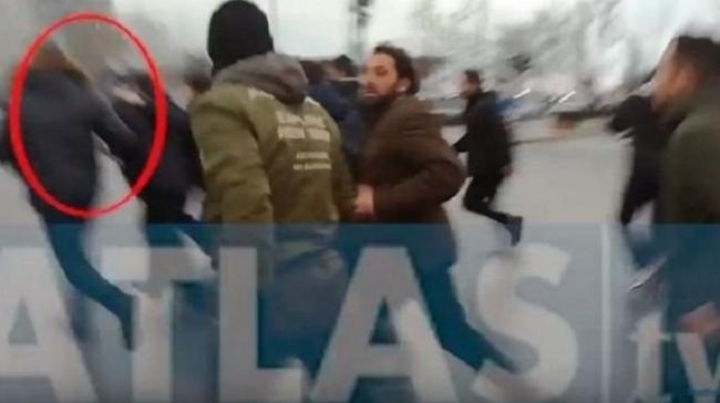 """На протестот против називот """"Македонија"""": Обид за линч на поранешен грчки министер (ВИДЕО)"""