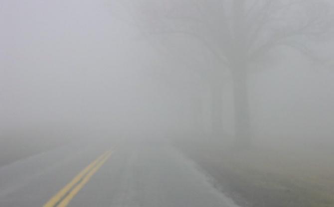 Магла кај Крушево, сообраќајот по влажни коловози