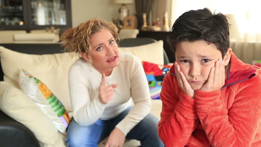 Мајка од пеколот: Го тужела синот затоа што се грижела за него кога бил мал