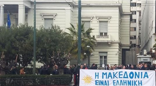 """Пораката """"Македонија е грчка"""" се вееше додека Османи беше на средба во грчкото МНР"""