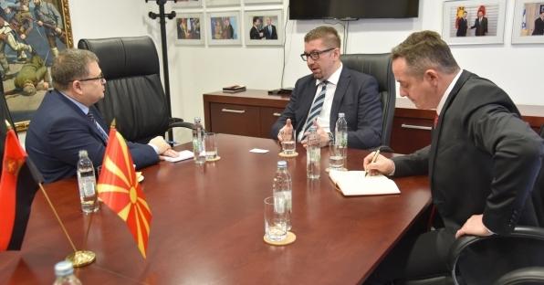 ФОТО: Мицкоски оствари средба со францускиот амбасадор Тимоние