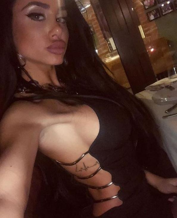 Пот ќе ве облие кога ќе ја видите Александра Накова во проѕирно и мокро бикини (фото)