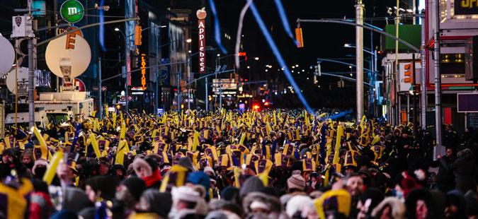 Њујорчани на минус 12 ја дочекаа Новата година на Тајмс сквер