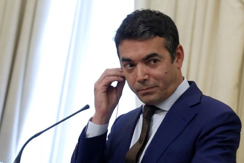 Димитров лаже дека двете страни биле подеднакво незадоволни: Националистите од Софија го поддржаа договорот за менување на македонската историја