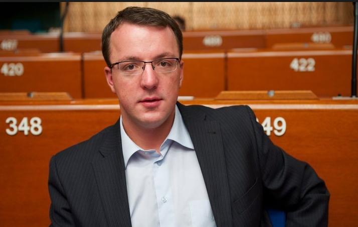 Николоски: Во буџетот на Македонија за 2018-та година има НУЛА денари за заштита и промоција на македонскиот јазик