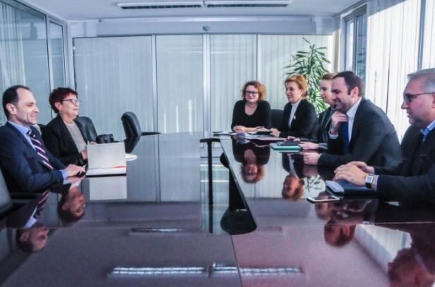 ВЕРУВАЛЕ ИЛИ НЕ: Двајца членови од иста влада се фалат дека оствариле средба!