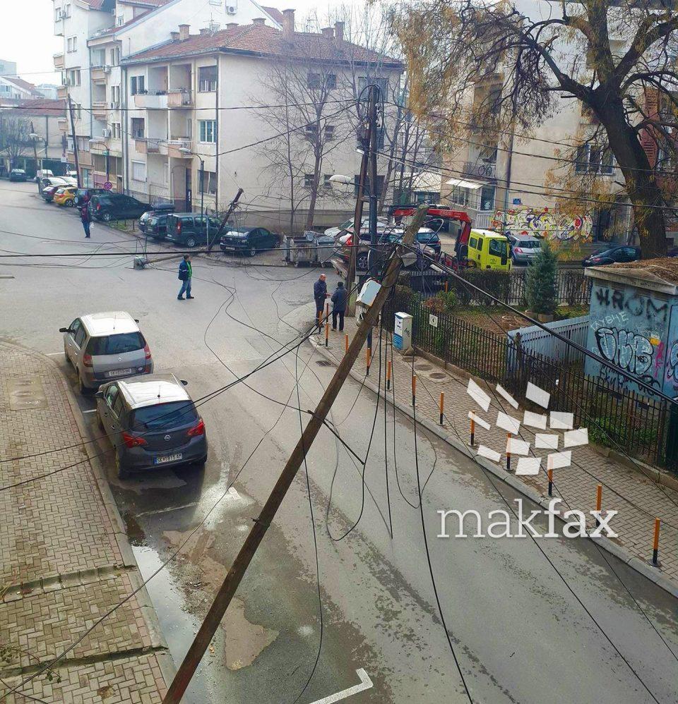 Пајакот на општина Центар корнеше бандери и кабли во Дебар Маало