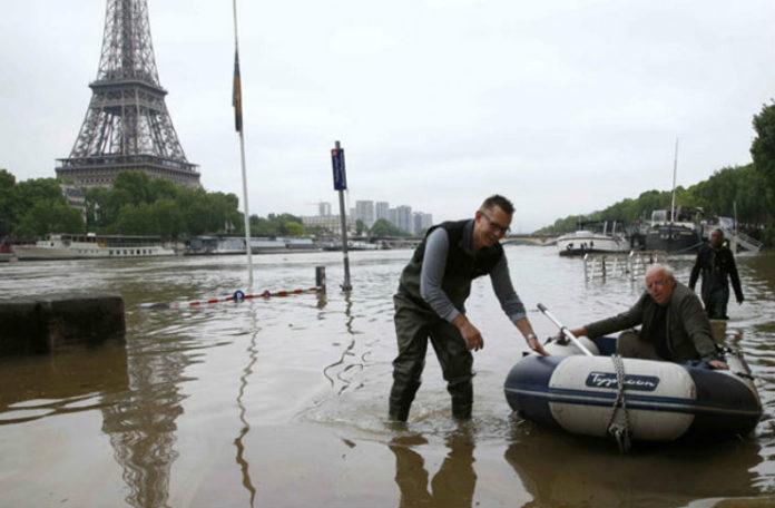 Стаорци на улиците, водата надоаѓа: Лувр е затворен, а Париз се подготвува за најлошото (ВИДЕО)