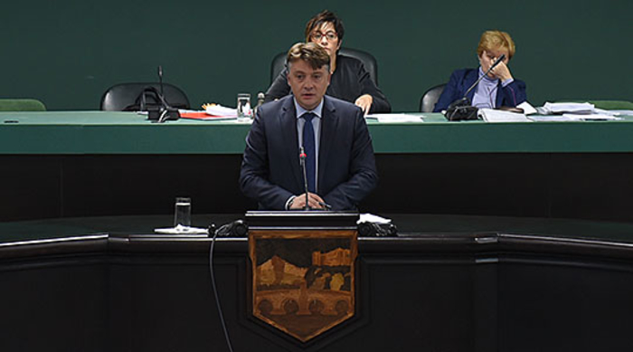 Шилегов ќе ја полни градската администрација, бара дозвола од Советот за нови вработувања