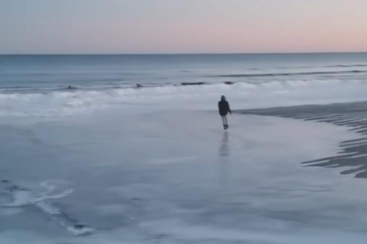 На оваа плажа луѓето уживаат и во сред зима