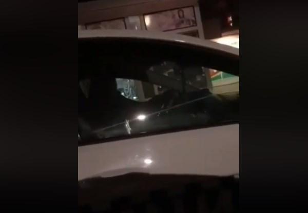 Урнебесно видео кое го насмеа целиот Балкан: Вака се будат заспани полицајци во автомобил