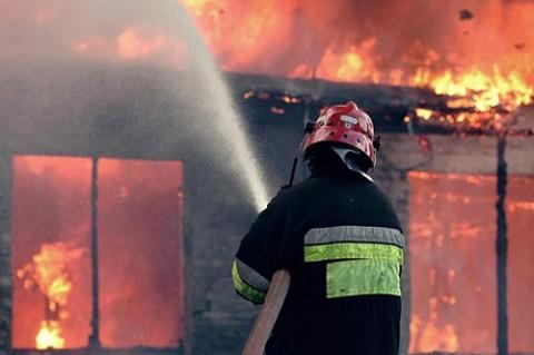 Пожар избувна вечерва кај новата зграда на НБРМ