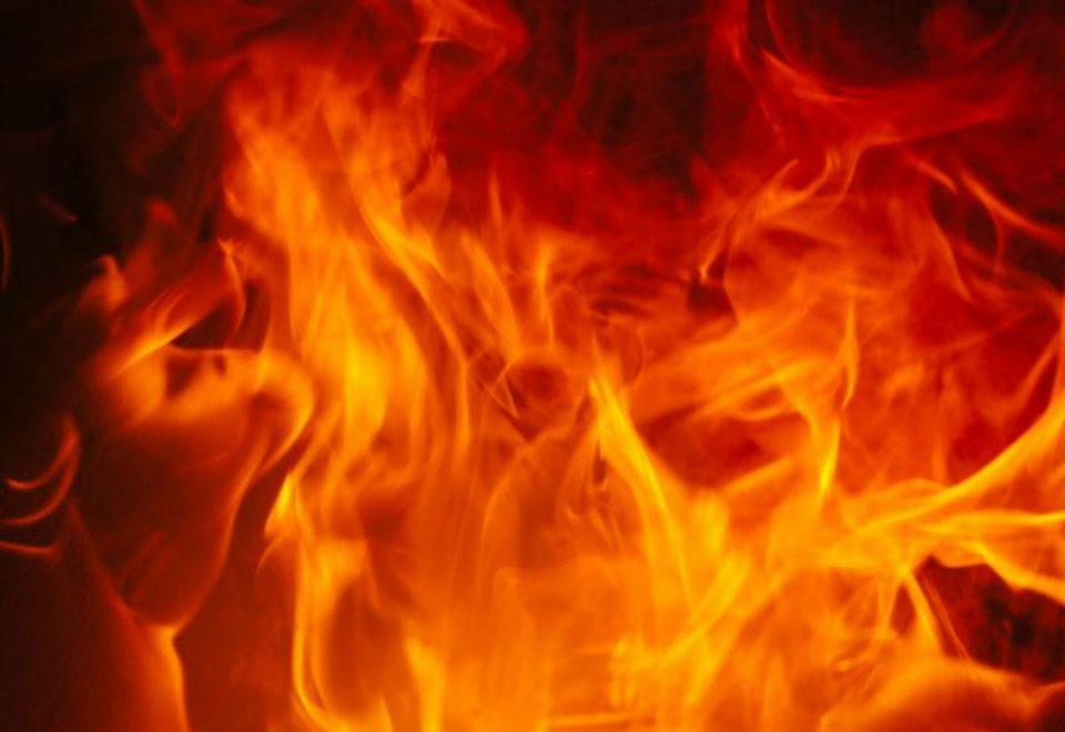 Пожар дивее близу Ресен, гори голема шума