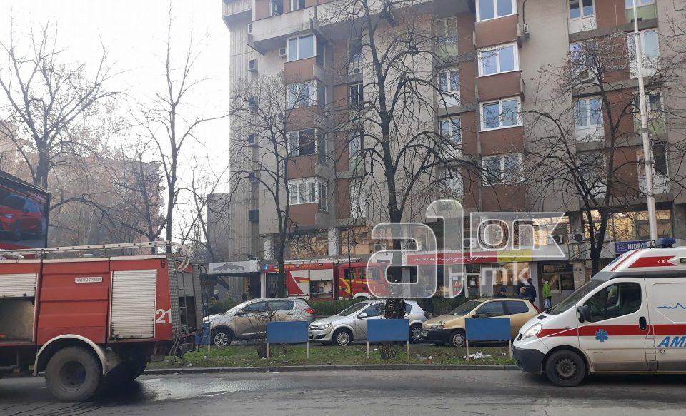 Локализиран пожарот кај Собрание, станарот однесен во полициска станица