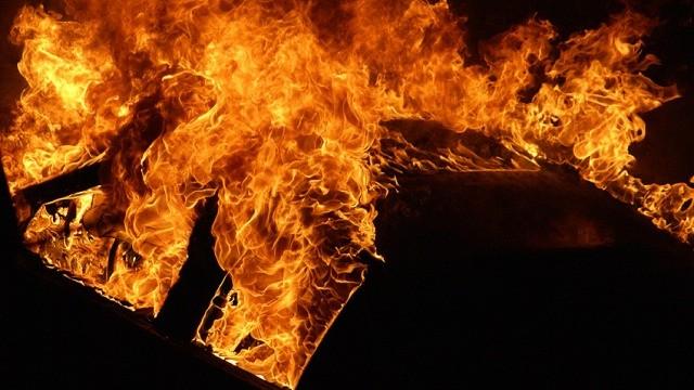 Опожарени 4 возила попладнево во Скопје